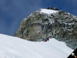 Stau am Berg bei der Kletterstelle